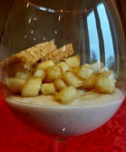 >Panna cotta  au faux gras, pommes caramélisées  et mouillettes  de pain d'épices